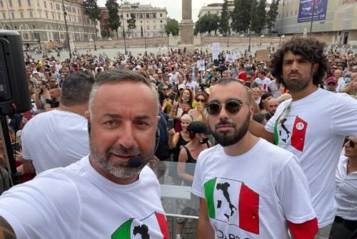 Il pesarese Carriera a Roma per dire no ai green pass: «Non siamo contro i vaccini, non possiamo discriminare i clienti»