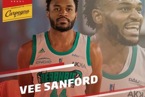 Basket, la VL Pesaro ha la sua guardia. Ufficiale Vee Sanford