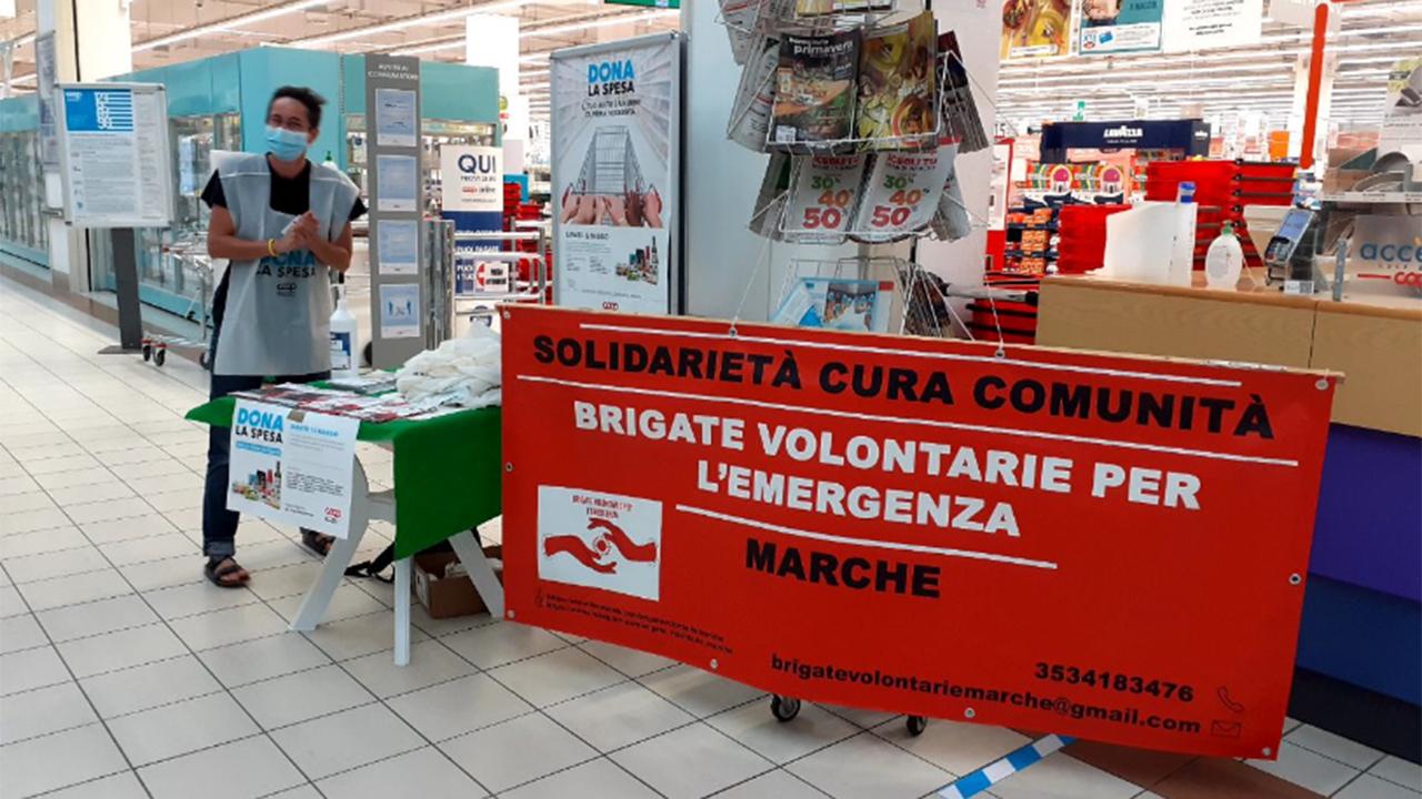 Una delle attività dell'odv Brigate Volontarie per l'Emergenza Marche: la raccolta alimentare
