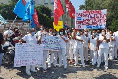 «Eroi a basso costo», presidio dei lavoratori di Villa Adria ad Ancona. I sindacati verso lo stato di agitazione