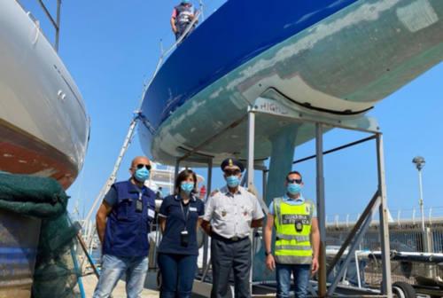 Fano, barca straniera al porto turistico: scatta la maxi multa per evasione ed il sequestro