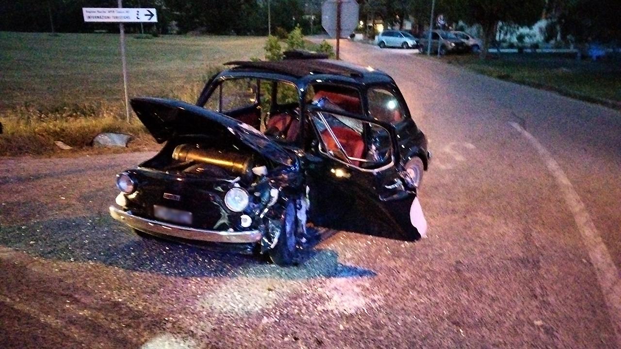 L'incidente a Pianello di Ostra: una delle due auto coinvolte