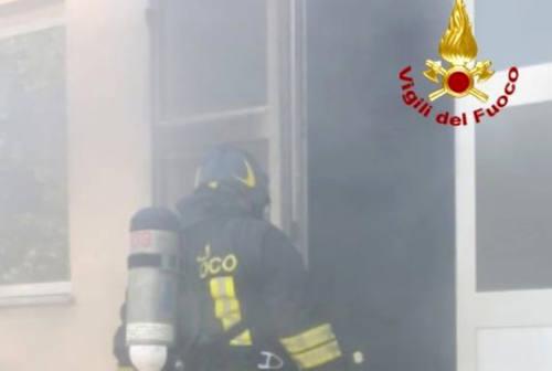 Tavullia, fiamme in un'officina meccanica: sul posto i Vigili del Fuoco