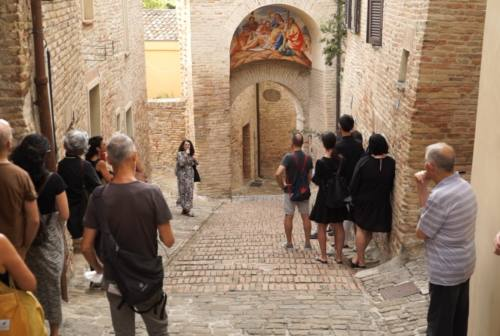 NotteNera non si ferma: ad agosto musica, spettacolo dal vivo e art tour a Serra de' Conti