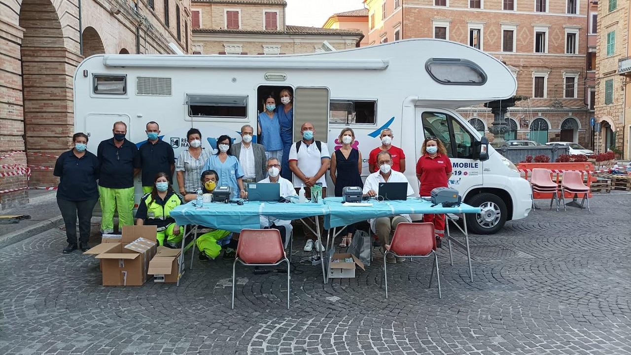 Il camper vaccinale a Osimo