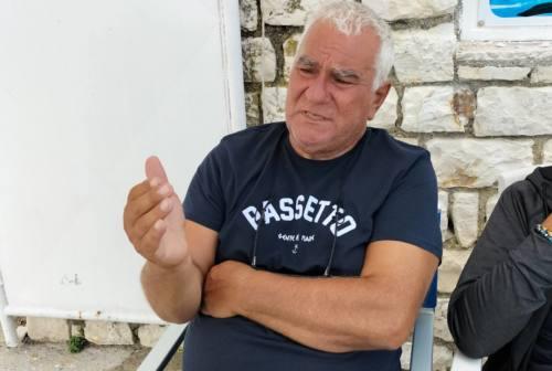 Tragedia al Passetto, uomo muore in spiaggia. Cerusico: «Ho tentato di salvarlo in tutti i modi. Mi chiedo se avrei potuto fare di più»