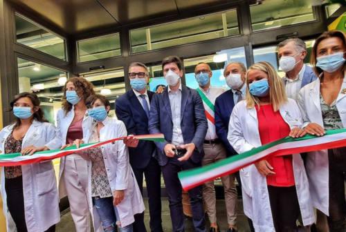 """Pesaro, il ministro Speranza inaugura la Farmacia """"Andrea Costa"""": «Il futuro del servizio sanitario è qui»"""