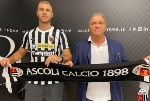 Un Ascoli caparbio soffre con il Lecce ma poi pareggia con Iliev nel finale: Leali salva il risultato
