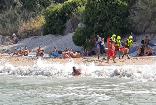 Ancona, salvataggio spettacolare: donna soccorsa tra le onde al Passetto