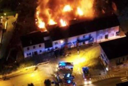 Cerreto D'Esi: cinque forti boati e le fiamme altissime, a fuoco una casa a due piani