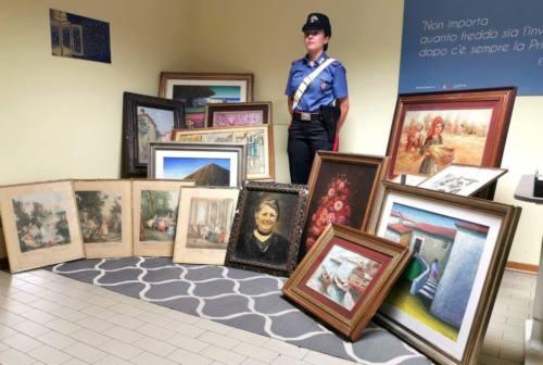 Gabicce, cerca di vendere quadri rubati: arrestato