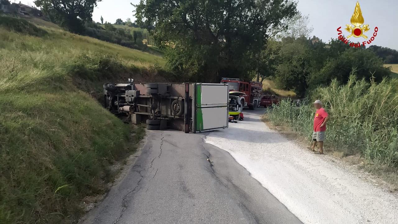 I soccorsi nel luogo dell'incidente, a Serra de' Conti