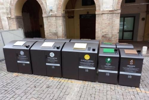 """Jesi, raccolta rifiuti in centro: arrivano le tessere personalizzate per le isole """"smart"""""""