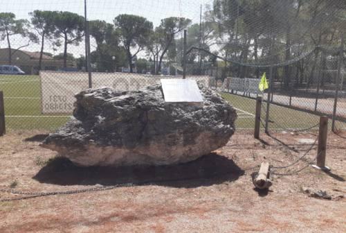 Jesi, danneggiato da mesi il monumento a Paolo Pirani. Ma nulla si è mosso