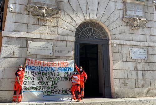 Trasporto sanitario, doppio presidio dei lavoratori First Aid One ad Ancona. «Rispetto clausola sociale o blocco dell'appalto»