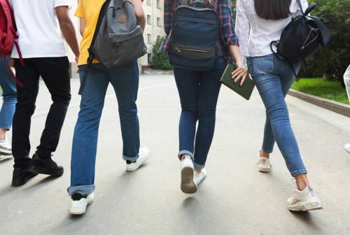 Il 54,7% degli studenti marchigiani è vaccinato. Ma l'Associazione Presidi lancia l'allarme: «Manca personale covid»