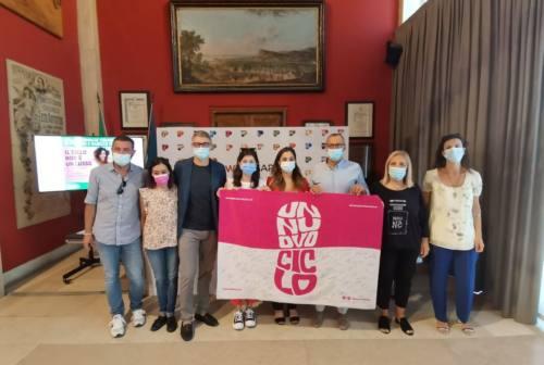 Stop all'Iva sugli assorbenti: la carovana ha fatto tappa a Pesaro