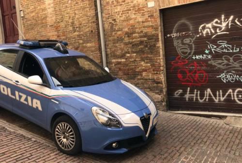 Urbino, muri imbrattati secondo i codici della musica Trap: denunciati due maceratesi