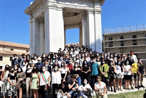 Ancona, studenti da 100 celebrati alla Mole. La sindaca Mancinelli: «Premiamo il merito. Ripartono i nidi»
