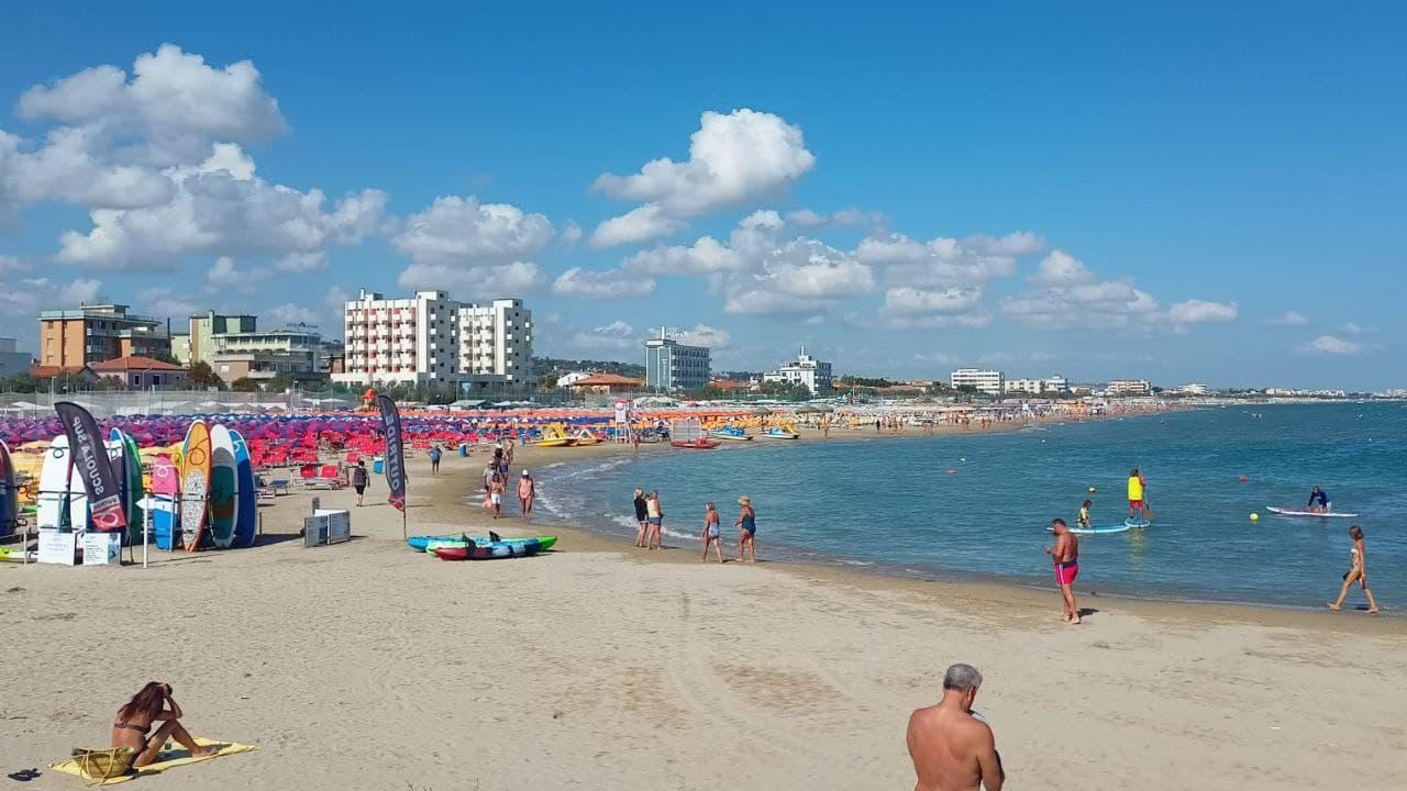 La spiaggia di velluto di Senigallia, lungomare di ponente, a fine agosto 2021