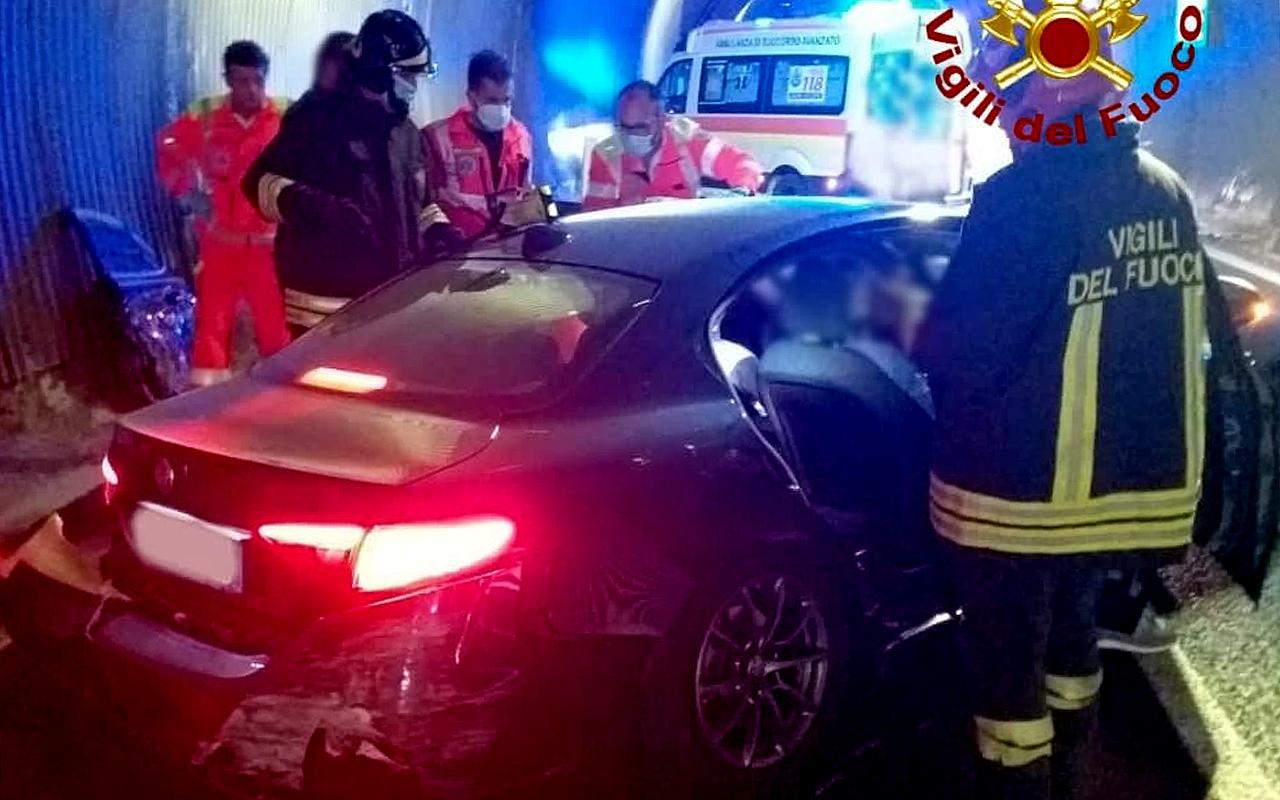 L'incidente sotto la galleria della complanare sud di Senigallia: l'intervento dei soccorsi