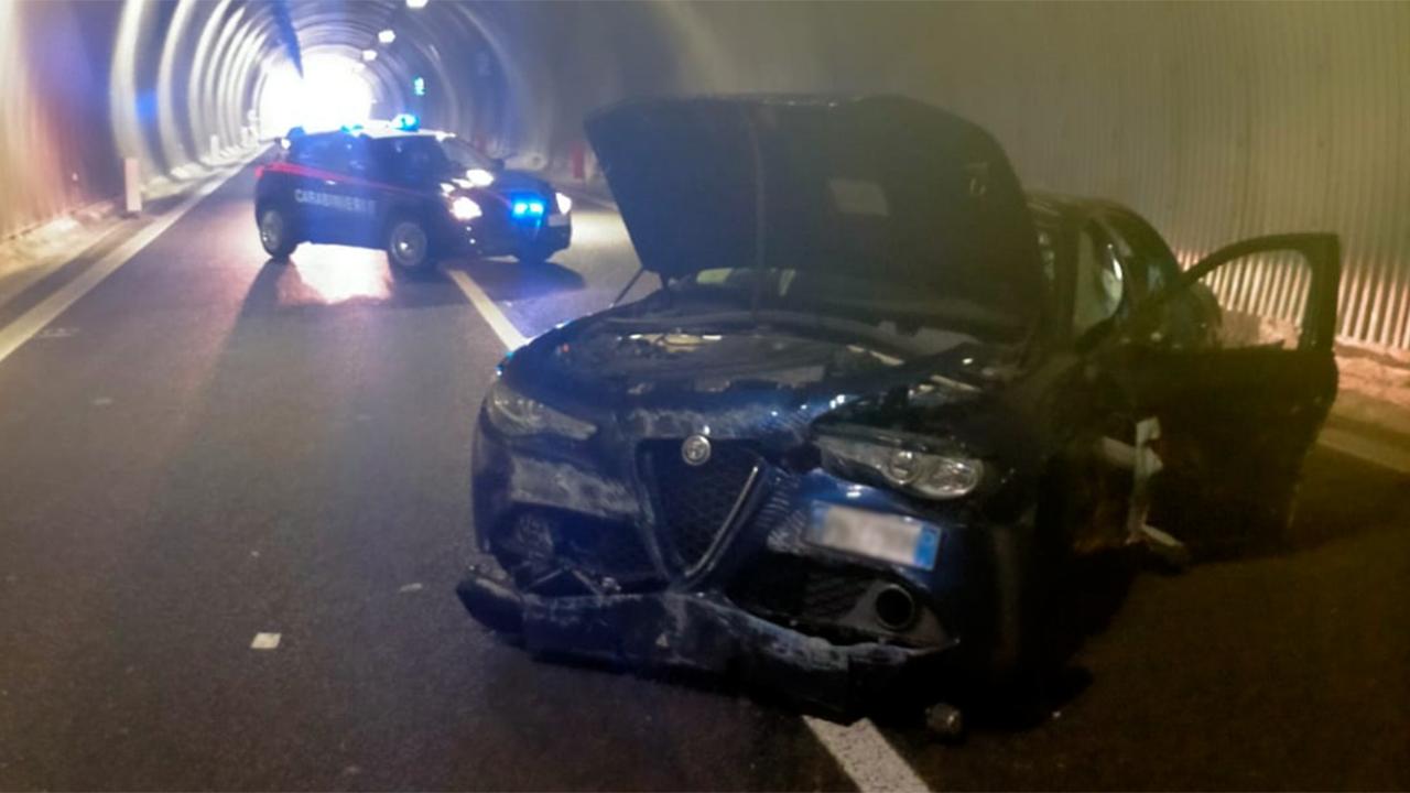 Una delle due auto coinvolte nell'incidente sotto la galleria della complanare sud di Senigallia