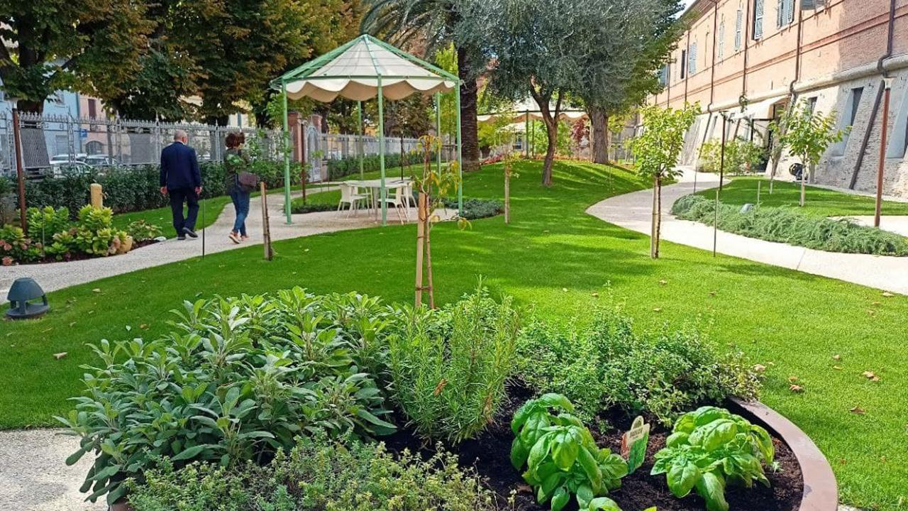 Il nuovo giardino sensoriale realizzato alla fondazione Opera Pia Mastai Ferretti di Senigallia