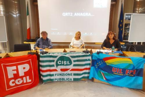 Smart working in Comune, Cgil, Cisl e Uil Pesaro: «Cali di produttività? I dipendenti si sentono offesi»