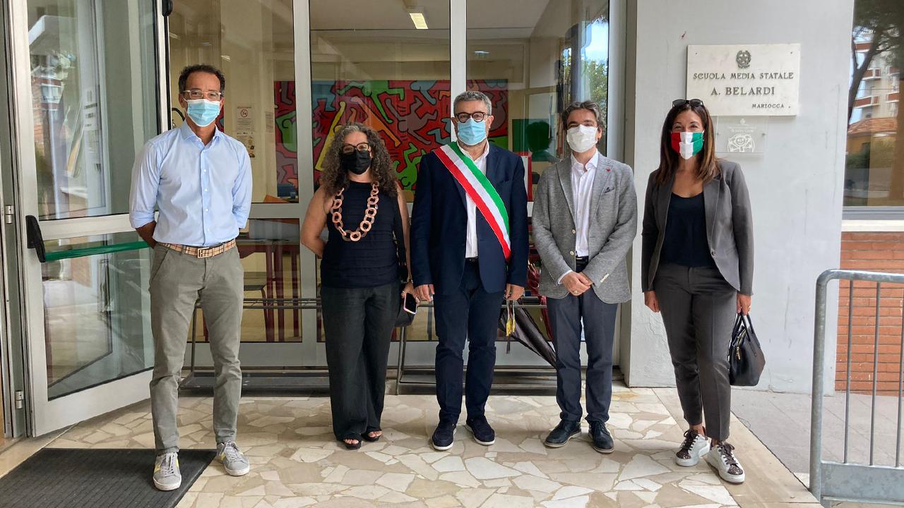 Sindaco e assessori di Senigallia in visita alla scuola Belardi per il primo giorno dell'anno scolastico 2021/22