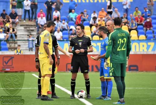 Calcio, Riolfo dopo la sconfitta della Fermana contro la Carrarese: «Ho chiesto ai tifosi di stare uniti»