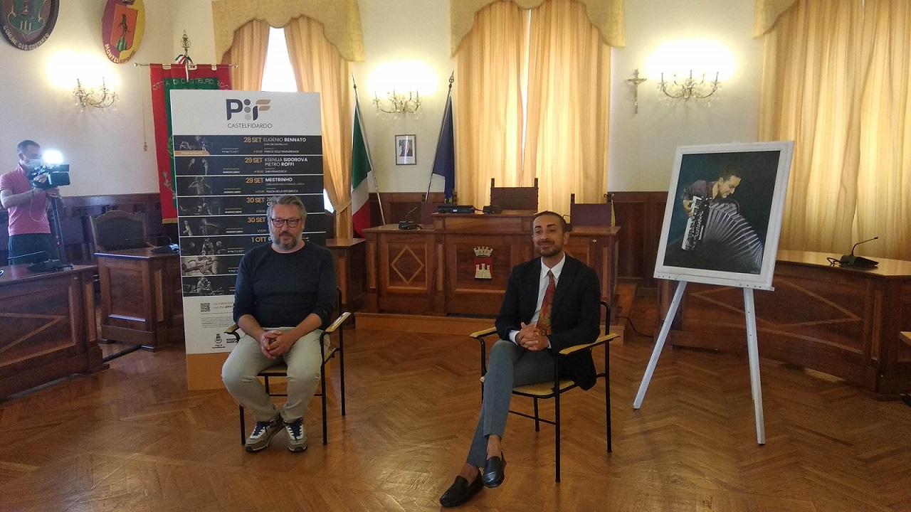 La presentazione del Pif: a sinistra l'assessore alla Cultura Ruben Cittadini e a destra il direttore artistico Antonio Spaccarotella