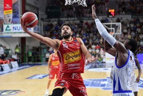 Basket, la VL cede a Sassari solo nel finale