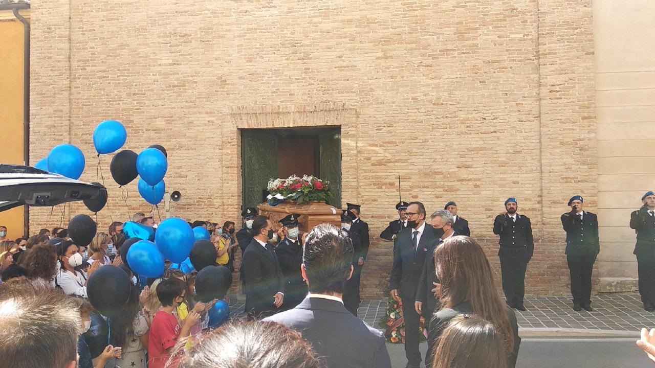 Il funerale di Antonio Cariello