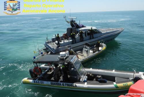 Ascoli, la Finanza denuncia due spacciatori di droga in centro storico: a San Benedetto 10 violazioni in mare