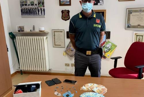 Potenza Picena, hashish e cocaina nascosta in casa: arrestato un 22enne