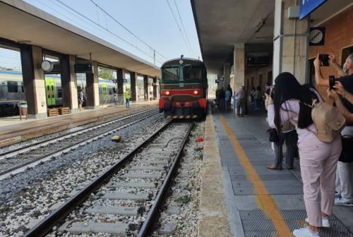Un successo il primo viaggio dopo otto anni del treno storico Fabriano-Pergola