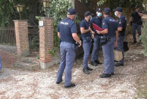 Famiglia trovata morta nella villetta a Macerata. Il Pd: «Lutto cittadino nel giorno del funerale»
