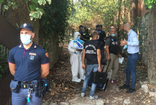 Tre cadaveri in una villetta a Borgo Santa Croce. È giallo a Macerata