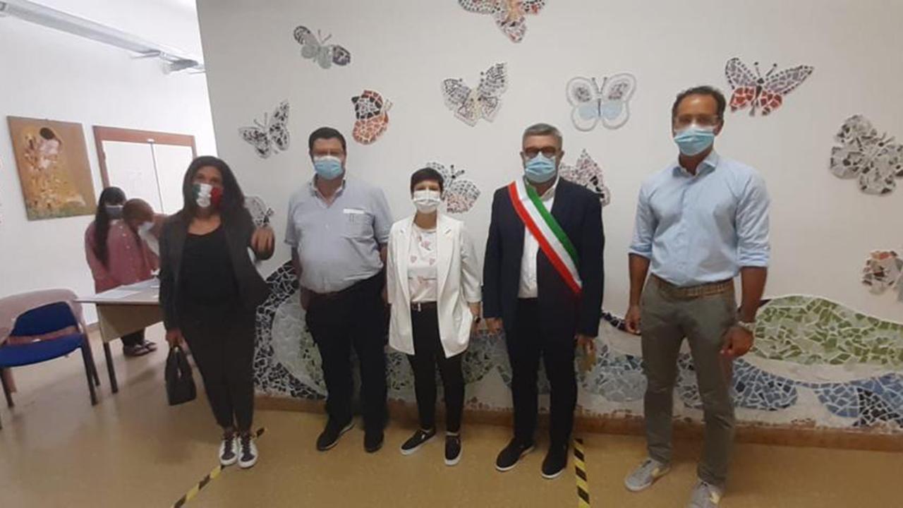 Sindaco e assessori di Senigallia in visita alla scuola Mercantini per il primo giorno dell'anno scolastico 2021/22