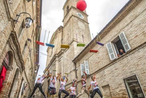 """Monte San Giusto torna a vestire i panni della """"Città del sorriso"""". Al via il Clown festival"""