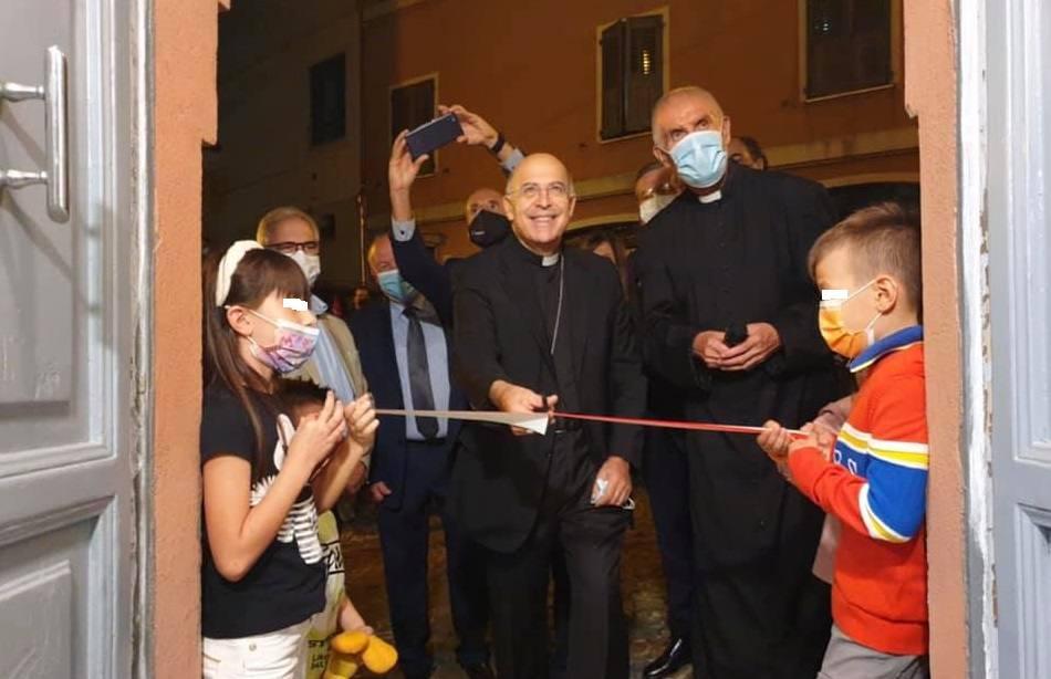 Monsignor Angelo Spina e don Bruno Bottaluscio all'inaugurazione (foto don Andrea Cesarini)