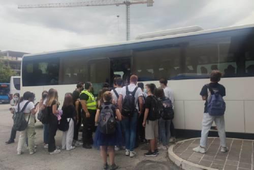 Nel Maceratese ritorno a scuola tra mascherine e accessi separati. A Porto Potenza i genitori trovano i cancelli chiusi