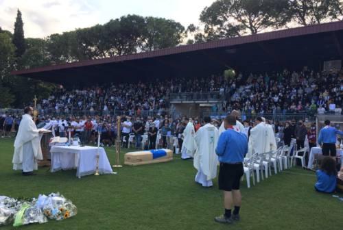 Tolentino si ferma per i funerali di Nicola Scisciani. «Da te prenderemo la forza per realizzare i nostri sogni»
