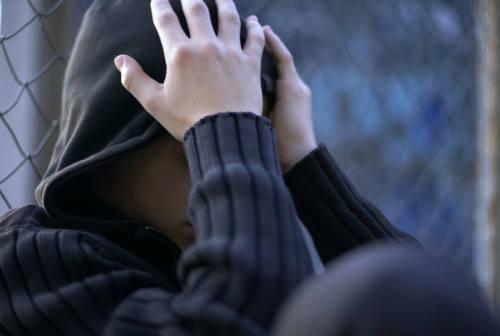 """Loreto, studente aggredito e minacciato a scuola: """"Ti aspetto fuori, ti massacro"""""""
