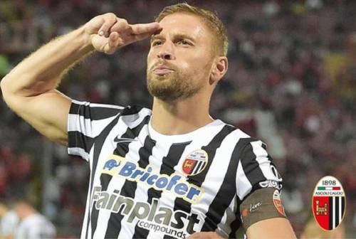 Serie B, l'Ascoli vince anche a Como e resta in testa alla classifica
