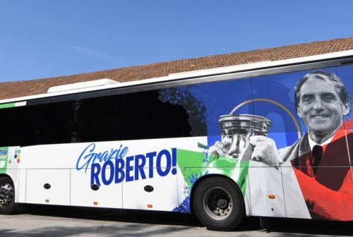 Jesi, Roberto Mancini viaggia anche in autobus sulle strade della provincia di Ancona