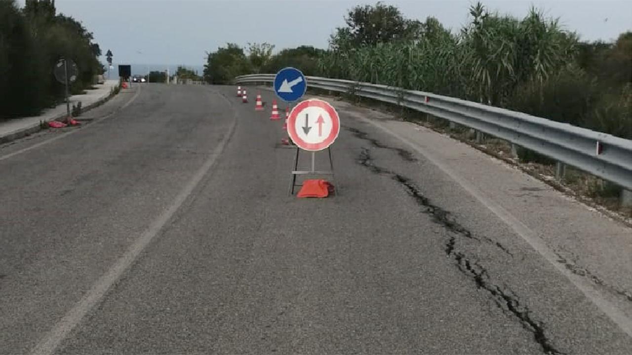 Crepe in via S.Arco a Montemarciano, chiusa la corsia sud