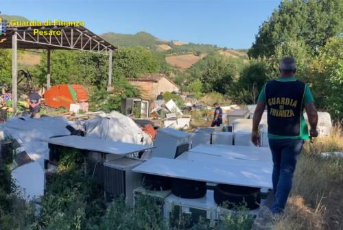 Una discarica abusiva sulle rive del Candigliano, denunciato il proprietario e sequestrata la zona