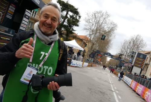 Jesi, Flavio Giaccaglini chiude lo storico negozio di fotografia in viale Trieste. «Oggi non si stampa più e i ricordi si perdono»
