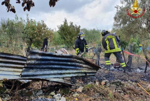Falconara, in fiamme un capanno agricolo